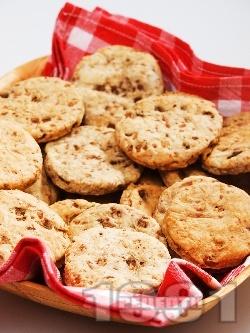 Солени бисквити с гъби и чубрица - снимка на рецептата